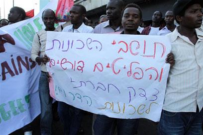 הפגנת מבקשי המקלט, היום בתל אביב (צילום: עופר עמרם)