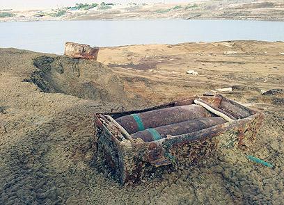 פגזים שנמצאו בים (צילום: יואב זיתון)