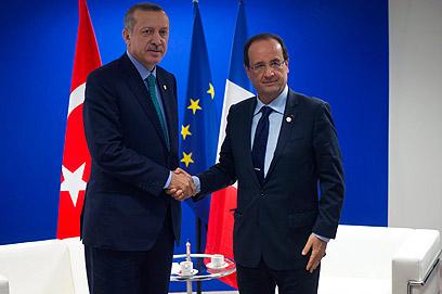 ראש הממשלה הטורקי קיבל תשובה חיובית. ארדואן והולנד (צילום: AFP)