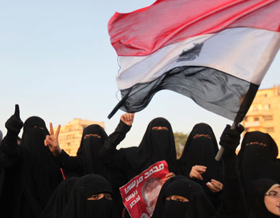 תומכות האחים המוסלמים בכיכר תחריר בקהיר (צילום: רויטרס)