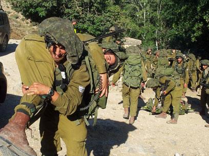 """צנחנים בגבול לבנון. """"ביזוי התואר"""" (צילום: יואב זיתון)"""