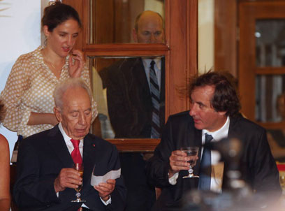 השגריר ביגו עם הנשיא פרס (צילום: מוטי קמחי)