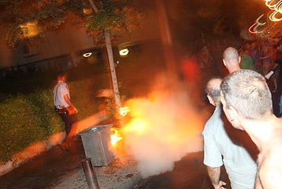רגע ההצתה ברחוב קפלן  (צילום: מוטי קמחי)
