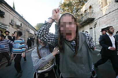 ילדים חרדים מפגינים נגד הגיוס (צילום: גיל יוחנן)