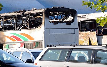 אחד האוטובוסים שנפגעו בבורגס (צילום: AFP)