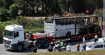 שרידי האוטובוס בבולגריה (צילום: רויטרס)