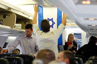 דגל ישראלי מונף במטוס המועמד הרפובליקני (צילום: רויטרס)