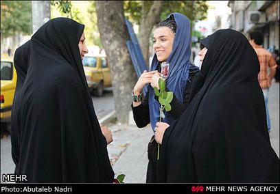 קיבלה חיזוק חיובי מנשות משטרת הצניעות (צילום: MEHR)