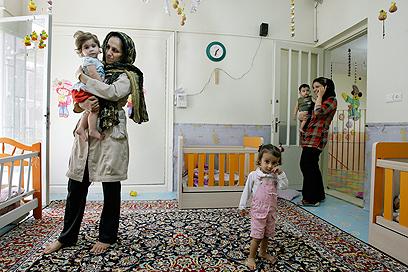 גן ילדים בטהרן (צילום: AP)
