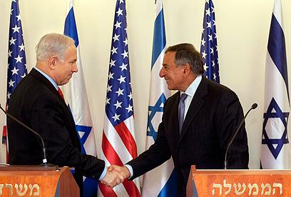 """""""דיונים נמרצים"""". פאנטה ונתניהו בישראל (צילום: AP)"""