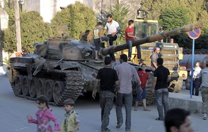 טנקים סורי שננטש בעיר חלב (צילום: AFP)