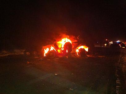 """אחד המשוריינים, אחרי שעלה באש (צילום: דובר צה""""ל)"""