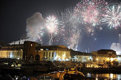 """""""אלג'יריה היא מדינה עשירה, העם האלג'יראי עני"""". חוגגים 50 שנות עצמאות (צילום: AP)"""