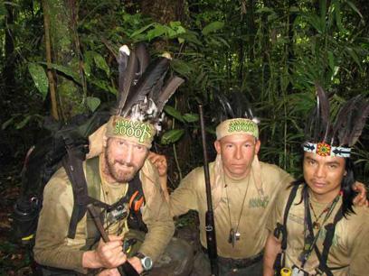 מסעו של מיקי גרוסמן (משמאל) באמזונס