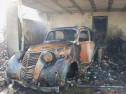 רכב שעלה באש בשריפה (צילום: חגי אהרון)