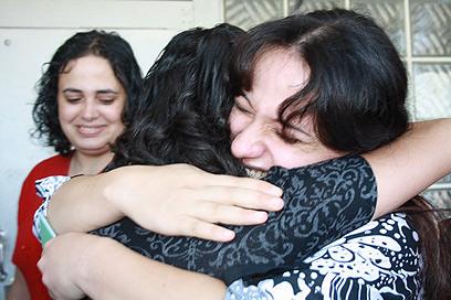 ורוד קאסם מתקבלת בביתה (צילום: פאדי מנסור)