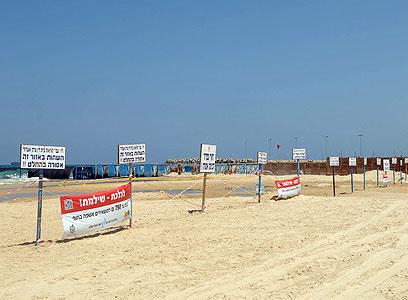 אין כניסה. שטח ההפקר בחוף אשדוד (צילום: אבי רוקח)