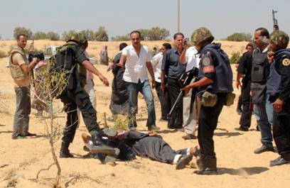 חיילי צבא מצרים במבצע בצפון סיני. פעילות הצבא מסייעת לאל-קאעידה לגייס צעירים (צילום: רויטרס)