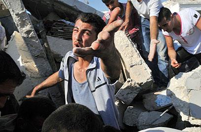 אחרי ההפצצות בעזאז (צילום: AFP)