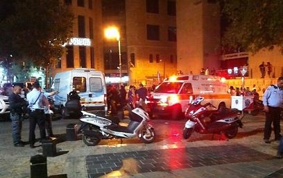 """כוחות החירום בכיכר ציון (צילום: אברהם ברגמן, סוכנות הידיעות """"חדשות 24"""")"""