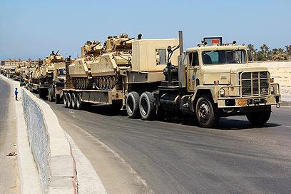 צבא מצרים נערך קרוב לגבול עם ישראל (צילום: AP)