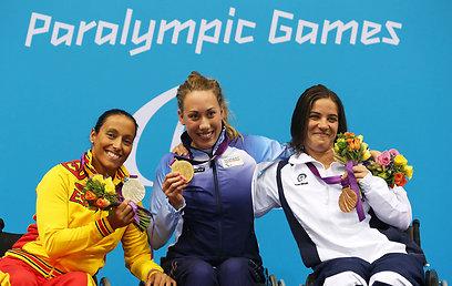בנות המדליה ב-200 מ' חופשי. פיזרו מימין  (צילום:  gettyimages)