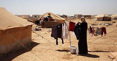חלוקת סיוע ללא אפליה. פליטים סורים (צילום: רויטרס)