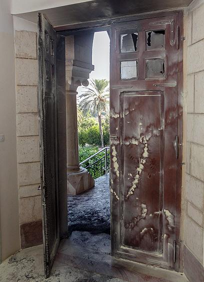 הנזק שנגרם למנזר  (צילום: אוהד צויגנברג)