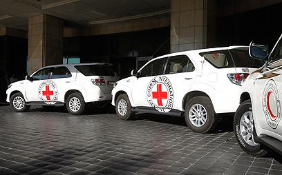 הטבח נמשך. שיירת הצלב האדום (צילום: רויטרס)