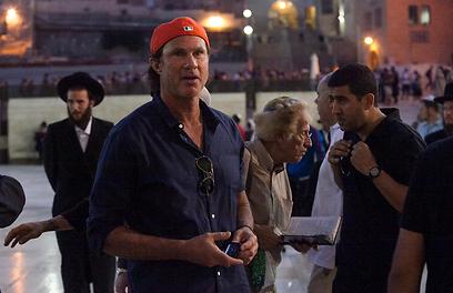"""צ'אד סמית' בירושלים. """"באים לרומם את האנשים"""""""