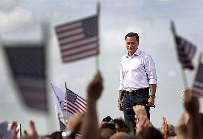 """בונה על """"המדינות המתנדנדות"""". רומני בפלורידה (צילום: AP)"""
