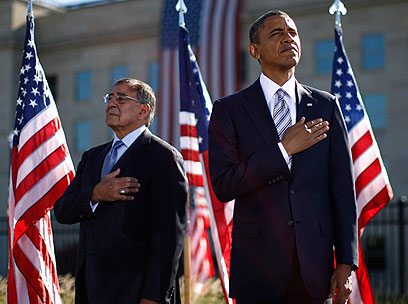 למלחמה המקוונת יהיו נזקים כשל פיגועי 11/9. אובמה ופאנטה (צילום: רויטרס)