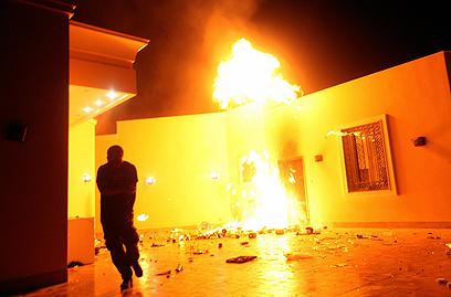 האבטחה לא תוגברה למרות האלימות הקשה. הקונסוליה בבנגזי (צילום: רויטרס)