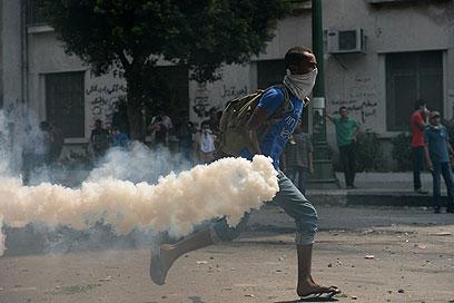 """ההפגנות נגד הסרט האנטי איסלאמי מול שגרירות ארה""""ב בקהיר       (צילום: AFP)"""