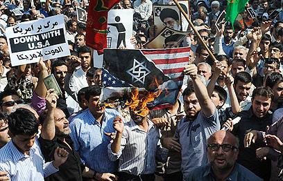 """אלפים הפגינו באיראן וקראו """"מוות לישראל"""", """"מוות לאמריקה"""""""