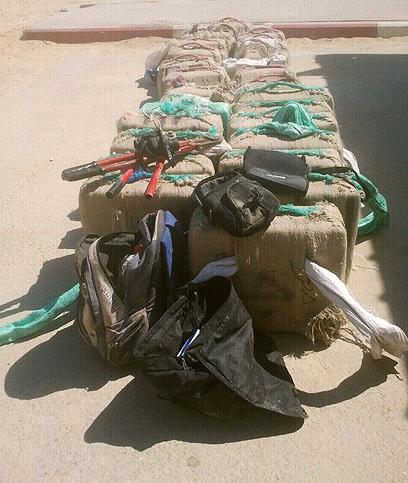 הסמים בחבילות ליד הגבול  (צילום: דוברות משטרת מחוז דרום)