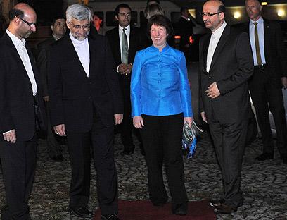 אשטון וג'לילי נפגשים בטורקיה (צילום: AFP)