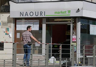 החנות המותקפת בפאתי פריז (צילום: AP)