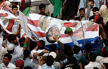 """הפגנה נגד ארה""""ב בפקיסטן (צילום: AP)"""