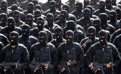 מצעד צבאי באיראן. הפגנת כוח כלפי בנות הברית