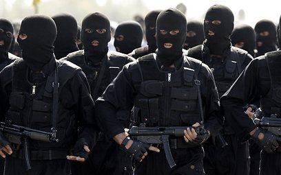 אנשי היחידות המיוחדות של צבא איראן (צילום: AP)