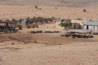 """הכפר הבדואי אום אל-חיראן. """"אין לנו מקום אחר"""" (צילום: הרצל יוסף)"""