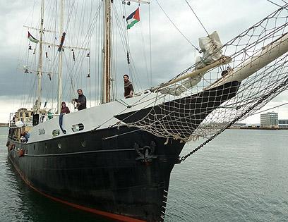 """הספינה. """"מיותר לנסות לעצור בעדנו"""" (צילום: Ship to Gaza Sweden )"""