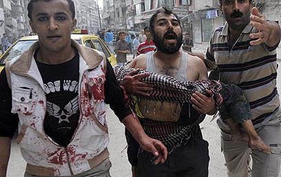300 בני אדם נהרגו בקרב על מעראת אל-נומן (צילום: AFP)