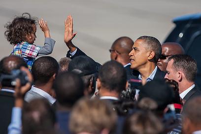 אובמה ומעריצה. רומני הפך מסופר-שמרן למתון (צילום: AP)