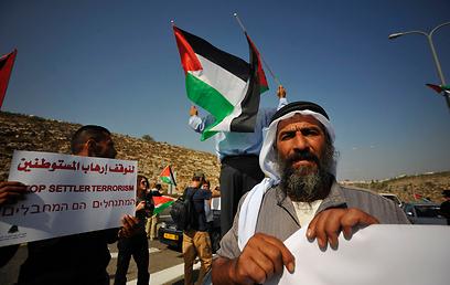 """""""לעצור את המתנחלים הטרוריסטים"""" (צילום: בני דויטש)"""