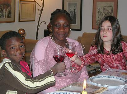 מוזס עם אמו תרזה (צילום: עדי  שטיינברג)