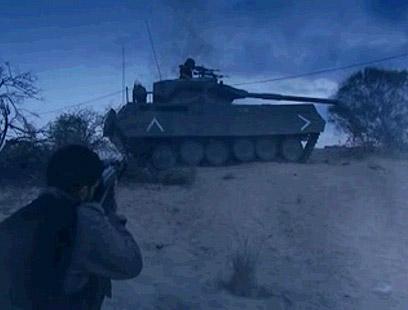 המחבלים מול הטנק