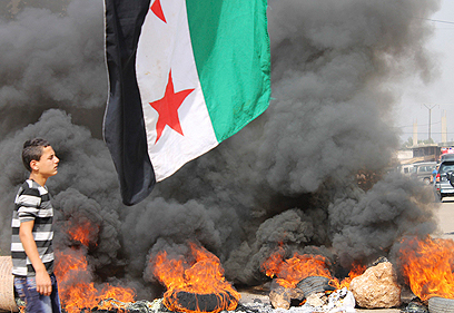 הפגנה בלבנון אחרי הפיגוע בביירות (צילום: רויטרס)