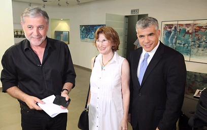 מאיר כהן ויעל גרמן עם לפיד (צילום: מוטי קמחי)